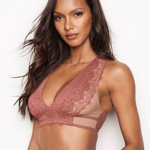 084db3fc9c Victoria s Secret Intimates   Sleepwear - NWT VS DREAM ANGELS Chantilly  Lace Plunge Bralette